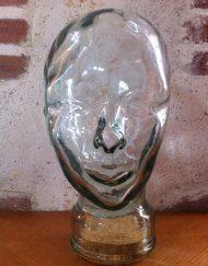 tête à chapeau en verre