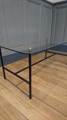 table basse pierre guariche de profil