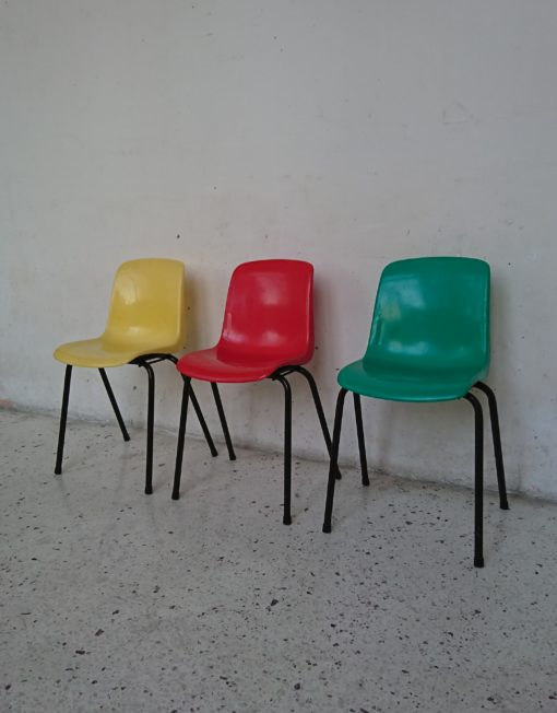 chaise enfant coque plastique verte années 70 mr hatttimer brocante vintage limoges