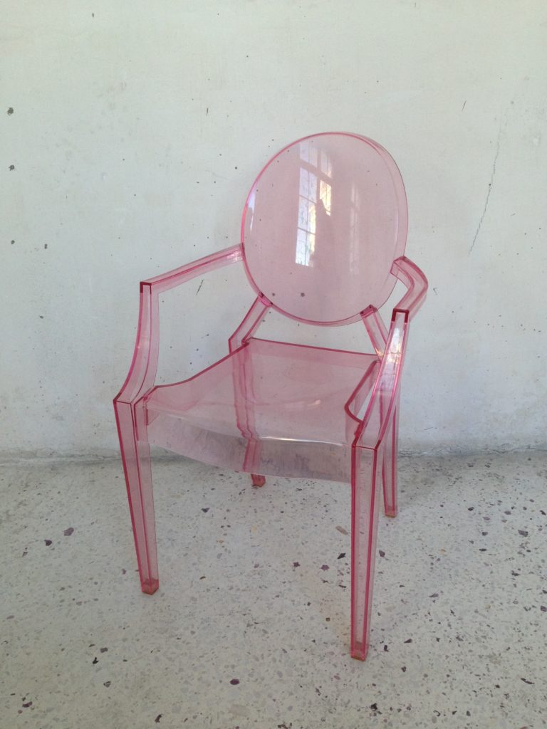 Chaise fauteuil lou lou ghost kartell philippe starck rose mr hattimer brocante vintage limoges