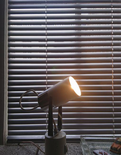 lampe à poser blanche des années 70 mr hattimer brocante vintage limoges