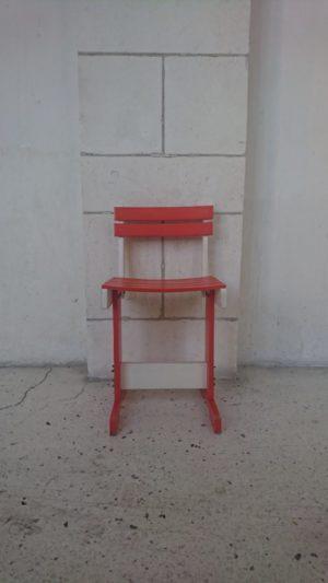 chaise enfant orange et blanche années 70 mr hattimer brocante vintage limoges