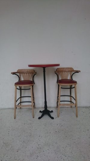 Tabourets et table haute bistrot bar mange debout bois massif fonte chêne mr hattimer brocante vintage limoges